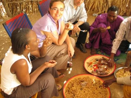 4 Safi and Fenke enjoy their meat and macaroni meal in a Germa-Toeareg village